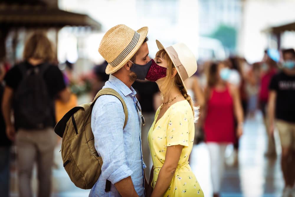 día del beso en pandemia